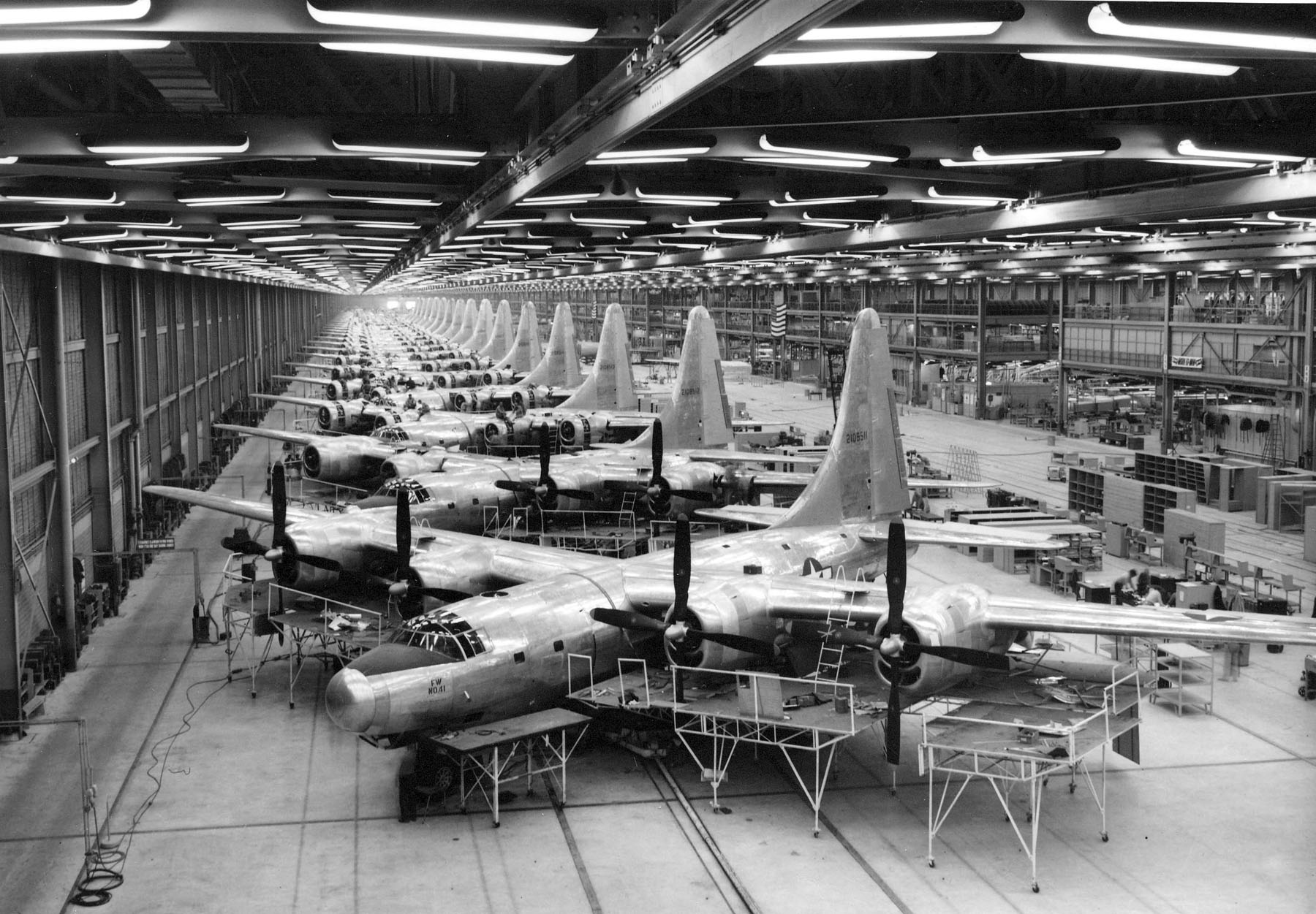 B-32 bomber production at Ford's factory (Photo source: US Air Force)